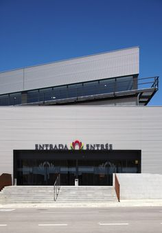 Centro Comercial Garage Doors, Building, Outdoor Decor, Home Decor, Ideas, Shopping Center, Buildings, Architects, Interior Design