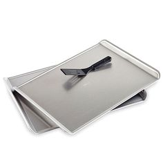 Includes two Cookie Sheets and a FREE Mini Nylon Serving Spatula.