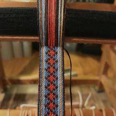 Vever forkleband  #bunad #bunadsbelte #stakk #forkleband #handmade #brikkevev #tabletweaving #håndlaget #håndarbeid
