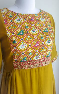 Pure Cotton Silk tunic printed yoke detail Marodi handwork detail on waist Side gathered A-line silhouette Kurta Designs, Salwar Kameez Neck Designs, Kurta Neck Design, Blouse Designs, Dress Designs, Embroidery On Kurtis, Kurti Embroidery Design, Simple Embroidery, Hand Embroidery