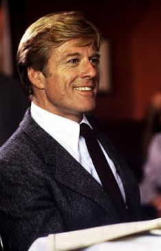 Ivan Reitman's comedy LEGAL EAGLES starring Robert Redford, Debra Winger and Daryl Hannah has been released on Blu-ray. Hollywood Actor, Classic Hollywood, Old Hollywood, Famous Movies, Famous Faces, Santa Monica, Portfolio Fashion, Robert Redford Movies, Gisele Bündchen