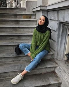 Khaoula wears ClosedA scarf is the most essential part within the clothes of females using hijab. Modern Hijab Fashion, Street Hijab Fashion, Hijab Fashion Inspiration, Muslim Fashion, Modest Fashion, Fashion Outfits, Casual Hijab Outfit, Hijab Chic, Outfit Look