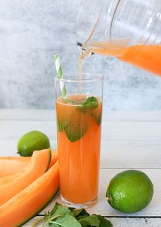"Cantaloupe Agua Fresca (with coconut water) – The Produce Moms Agua Fresca is a Mexican drink that means ""fresh water"" or ""cool water"". It is made by combining fresh fruit, lime juice and water. Give it a try today! Cantaloupe Recipes, Green Smoothie Recipes, Healthy Fruits, Healthy Smoothies, Fresco, Healthy Blender Recipes, Mexican Drinks, Fruity Drinks, Yummy Drinks"