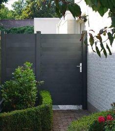 Aluminium poort/deur leverbaar in: RAL 7016 (grijs antraciet) structuurlak RAL 9016 wit RAL 9001 creme wit Backyard Gates, Backyard Landscaping, Outside Living, Outdoor Living, Outdoor Decor, Jardin Feng Shui, Side Gates, Fence Gate, Garden Fencing