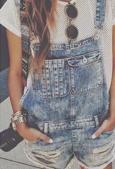 Steal The Look Fashion: Summer Style: Denim Overall Shorts Salopette Short Jean, Salopette Jeans, Looks Style, Looks Cool, Style Me, Indie Outfits, Moda Fashion, Denim Fashion, Style Fashion