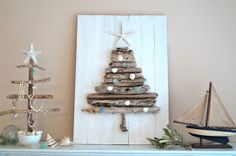 Beach Christmas with driftwood tree. How to driftwood Xmas tree… Driftwood Christmas Tree, Beach Christmas, Coastal Christmas, Christmas Love, Christmas Trees, Christmas Ornaments, Driftwood Crafts, Seashell Crafts, Beach Crafts