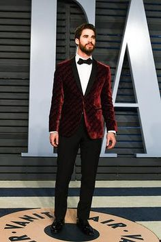 Darren Criss attends the 2018 Vanity Fair Oscar Party hosted by Radhika Jones at Wallis Annenberg Center for the Performing Arts on March 4, 2018 in Beverly Hills, California.