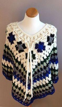 Transcendent Crochet a Solid Granny Square Ideas. Inconceivable Crochet a Solid Granny Square Ideas. Grannies Crochet, Poncho Crochet, Col Crochet, Poncho Shawl, Crochet Shawls And Wraps, Crochet Scarves, Crochet Clothes, Crochet Stitches, Granny Square Poncho