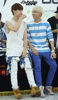 [FANTAKEN] 2014.07.06 — GOT7 Mark & BamBam @ Yeongdeungpo Times Square Fansign Event ©The Endless Love https://twitter.com/kibbyzzO http://cfile217.uf.daum.net/original/2522143653C40C140A0F5C