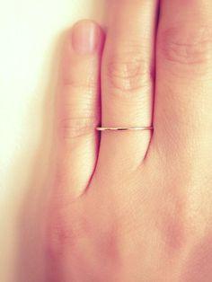 1mm Schelle. Kostenloser Versand. SOLID Gold 14K. Dünne Hochzeitsband. Ehering. 1mm Ring. Zarte. Zierlich. Drahtring. Braut-Schmuck