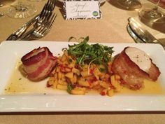 Time for the first course: pecan wood smoked bacon wrapped sea scallops, fresh peach (remember, local) salsa. (The King and Prince on Saint Simons Island, Ga.) #gatravel, #setravel