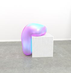 """Casey Richardson utiliza software 3D para crear instalaciones que parecen reales utilizando temas escultóricos simples sacados de contexto.  Esta es la segunda parte de """"Reflections"""", la nueva serie del artista. Imágenes ©Casey Richardson."""