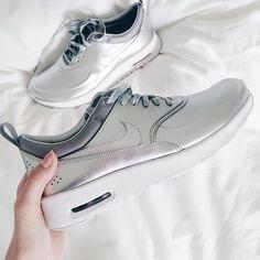 Meine Sammlung ist gewachsen!Ich konnte einfach nicht widerstehen  yay or nay ?? Ich liebe sie  Was sind eure Lieblingsschuhe? #style #styles #shoe #shoes #white #whiteaddict #fashion #fashionstyle #fashionaddict #fashionblogger #americanstyle #allwhite #silver #nike #zara_daily #zara #blog #blogger