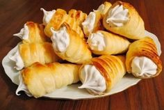 Puff pastry rolls with protein cream – Chicken Recipes Russian Desserts, Russian Recipes, Yummy Chicken Recipes, Snack Recipes, Yummy Food, Eclairs, Balsamic Steak Rolls, Gimbap Recipe, Cook At Home