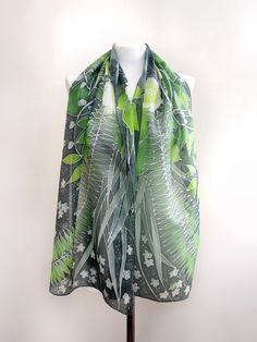 Hand painted silk scarf done by polish artist Luiza Malinowska #minkulul  #green #scarf #silk #handpainted #handmade #silkart #silkscarf #fern #forest #elves #fantasy #snowballtree #silkpainting
