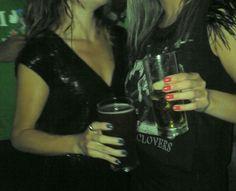 Cerveja Verde St Patrick e eu e Jamille enjoadas mas felizes :-)