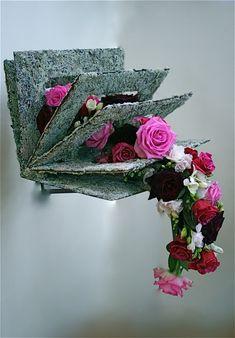 The Floral World of Flower Arrangements Arte Floral, Deco Floral, Ikebana, Flower Show, Flower Art, Art Floral Japonais, Fleur Design, Modern Flower Arrangements, Design Floral