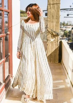 Indian Designer Outfits, Indian Outfits, Designer Dresses, Pakistani Outfits, Indian Attire, Indian Dresses, Simple Pakistani Dresses, Pakistani Dress Design, Frocks And Gowns