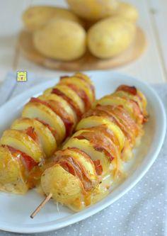 Spiedini di patate scamorza e speck, sfiziosi e facilissimi