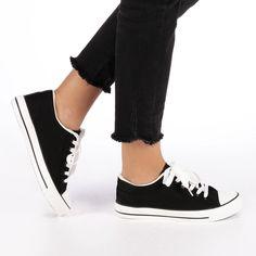 🔥 Tenisi dama Aissa negri #euforiamall Vans Old Skool, Sneakers, Shoes, Fashion, Tennis, Tennis Sneakers, Sneaker, Zapatos, Moda
