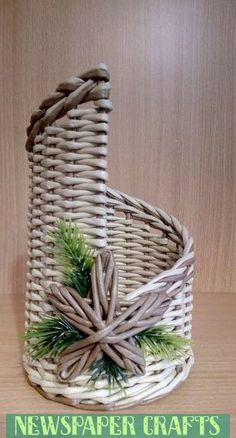 VK is the largest European social network with more than 100 million active users. Paper Basket Weaving, Weaving Art, Recycled Magazine Crafts, Recycled Crafts, Newspaper Basket, Newspaper Crafts, Rolled Paper Art, Paper Roses, Handicraft
