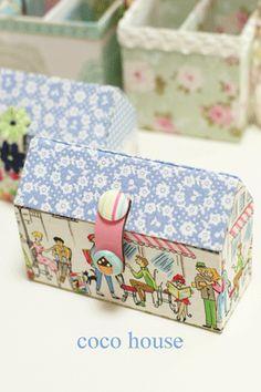 「新作バッグインバッグ、デパガさんからヒントを」の画像|ふんわりかわいいカルトナージュ |Ameba (アメーバ) Cardboard Box Crafts, Cardboard Paper, Fun Crafts, Paper Crafts, Craft Packaging, Craft Bags, Fabric Houses, Sewing Box, Diy Box