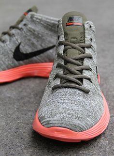 nike flyknit chukka tarp crimson 2 Nike Lunar Flyknit Chukka   Tarp Green   Black   Silver   Total Crimson