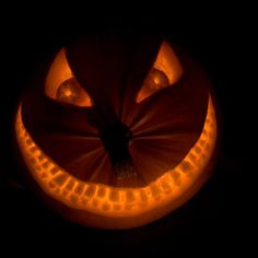 Smiling Pumpkin  ~  Looks like the Cheshire Cat from Alice in Wonderland.