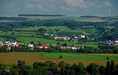Guten Morgen Mosel, hallo Nennig. ...  Heute ist ein Tag zum Weinkaufen. Ich meine direkt bei den Erzeugern,. Da heben wir gleich vier Weinländer vor der Haustür.Frankreich, Luxembourg, Rheinland-Pfalz und Saarland. Und die kann man alle am selben Tag besuchen. Wohl bekomm`s. :-)