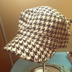 Houndstooth Newsboy Hat Super mod newsboy cap in houndstooth! Gathered in back for better fit. Gently kept. Accessories Hats