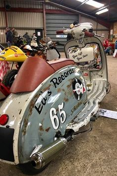 «old school garage Scooter Custom, Lambretta Scooter, Scooter Motorcycle, Vespa Scooters, Moto Bike, Custom Bikes, Custom Wheels, Bmw 325, Italian Scooter