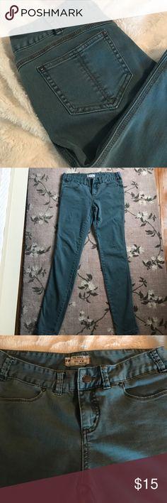 SALE✨NWOT FREE PEOPLE blue skinny jeans NWOT FREE PEOPLE blue skinny jeans. Size28 but they run small! Closer to 26. Never worn. Free People Jeans Skinny