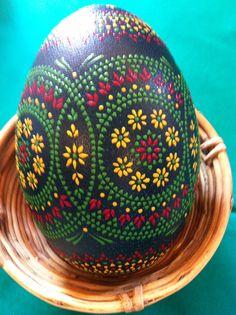 Good piercing project for gourd Dot Painting, Stone Painting, Egg Rock, Emu Egg, Carved Eggs, Egg Tree, Ukrainian Easter Eggs, Toilet Paper Roll Crafts, Egg Designs