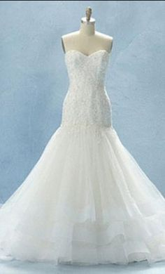 Alfred Angelo 216: buy this dress for a fraction of the salon price on PreOwnedWeddingDresses.com