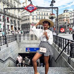 Wandering the streets of Sol and Gran Via🌞 Foto Madrid, Madrid Barcelona, Travel Pictures, Cool Pictures, Madrid Travel, Foto Instagram, Europe Photos, Spring Summer, Foto Pose