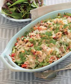 Skønt fiskefad med masser af smag. Healthy Recipes For Weight Loss, Easy Healthy Recipes, Veggie Recipes, Dinner Recipes, Yummy Recipes, Seafood Dishes, Fish And Seafood, Yummy Snacks, Yummy Food