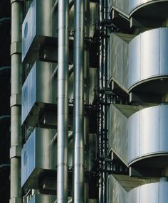 Lloyd's of London 1978-1986 - · Rogers Stirk Harbour + Partners