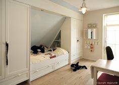 Interieurideeën | een goeie manier om te werken met een schuine muur Door jannekefolkersma