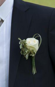 Boutonnière De fleurs et d'eau fraîche Triel