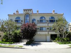 3939 Inglewood Blvd Mar Vista. This was a great non-rent control 12 unit building that I sold to my investor client. He purchased it in 2006. I sold it for $2,700,000. He got a great deal!