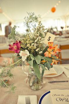Rustic centerpiece (photo by JoPhoto) #weddings
