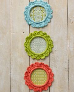 These pretty crocheted frames are perfect for showing off photos of friends and family. Shown in Lily Sugar n Cream.