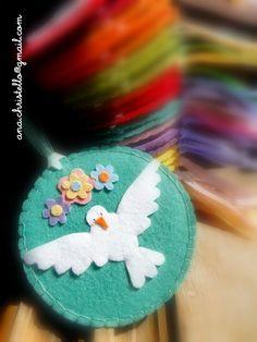 : Lembranças de batizado - Divino Cd Crafts, Fun Crafts For Kids, Felt Crafts, Diy And Crafts, Arts And Crafts, Simple Crafts, Christmas Makes, Felt Christmas, Christmas Ornaments