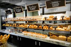 Pin by annick king on store fronts in 2019 декор пекарни, ка Bread Display, Cafe Display, Bakery Decor, Bakery Cafe, Bread Shop, Shop Facade, Cafe Wall, Store Interiors, Bread Board