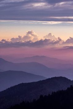 Sunset view from Cliff Tops, just above the Mount LeConte Lodge on Mount LeConte, Great Smoky Mountains National Park Beautiful World, Beautiful Images, Nature Pictures, Cool Pictures, Mountain Sunset, Aesthetic Wallpapers, Beautiful Landscapes, Painting Inspiration, Nature Photography