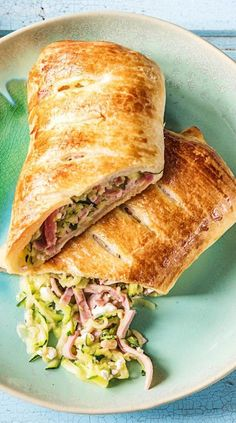 Step-by-step recipe: ham and zucchini strudel, with a fruity pear and carrot salad Step-by-step recipe: ham and zucchini strudel, with a fruity pear and carrot salad Western Food, Getting Hungry, Food Staples, Perfect Breakfast, Morning Food, Savoury Cake, Clean Eating Snacks, Family Meals, Brunch