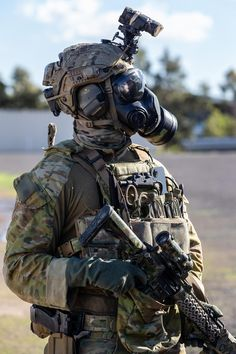 Australian Army soldier from Commando Regiment at Avalon Airport, Victoria, during counter-terrorism training in May Military Love, Military Police, Military Weapons, Military Spouse, Usmc, Special Forces Gear, Military Special Forces, Army Soldier, Future Soldier