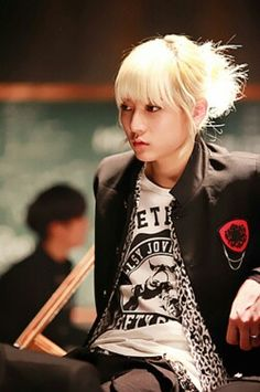 Not sure if JR's my twin or Ren... our hair's almost exactly the same. ;)