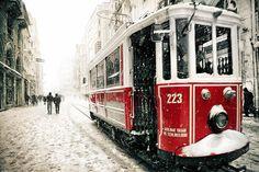 Beyoglu Tram en Estambul, Turquía. Cortesía del lente de Ludmila Yilmaz.