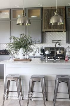 Modern European Farmhouse Kitchen Cabinet Design Ideas 02
